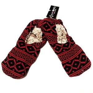 🔷BOGO🔷🆕 Eye Candy cozy grip slipper socks 8/9